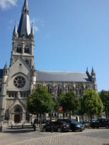 Stay in Epernay or in Reims